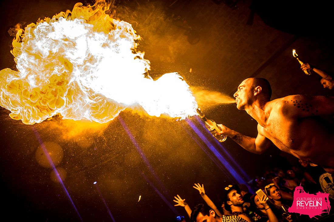 spitin' the fire, Sunday Funday, Revelin nightclub