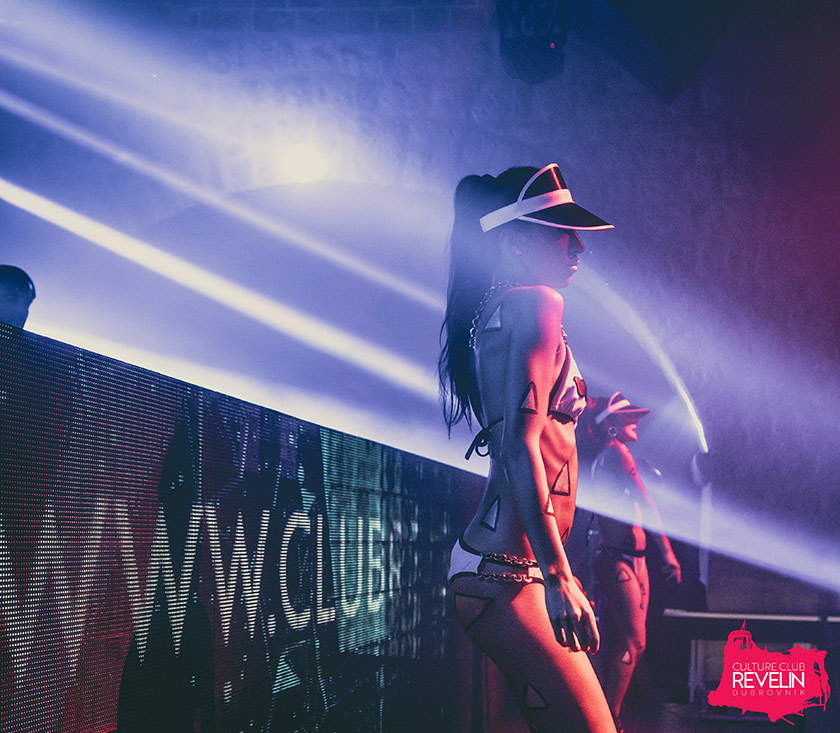 dancers on the stage, The Vibe, Revelin club night, June 2018