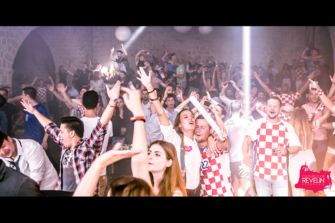 party people on DU EL FEST dressed in Croatian jersey
