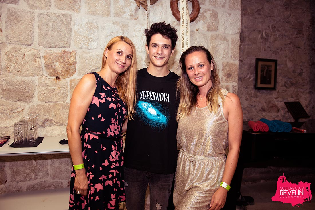 photo with Kungs