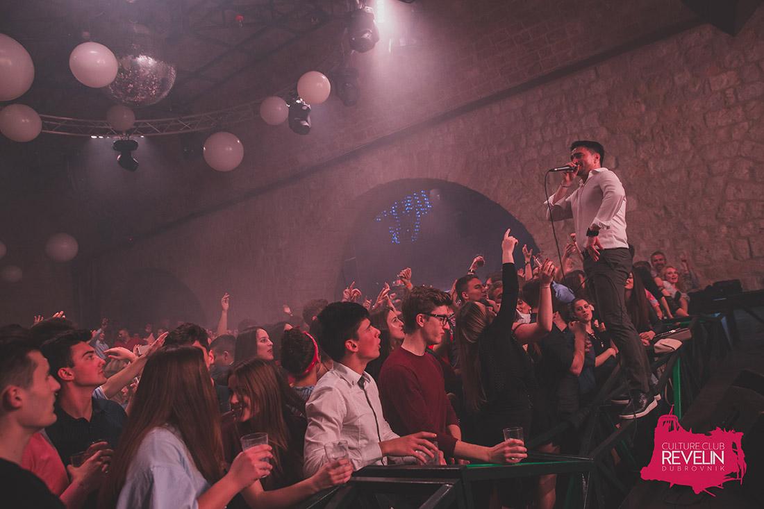 publika pjeva uz Jolu, Revelin, 01.travnja, 2018.