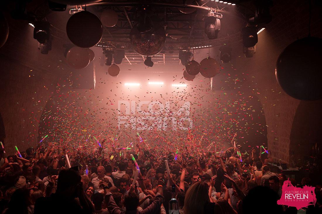 confetti in the air on Nicola Fasano show in Revelin