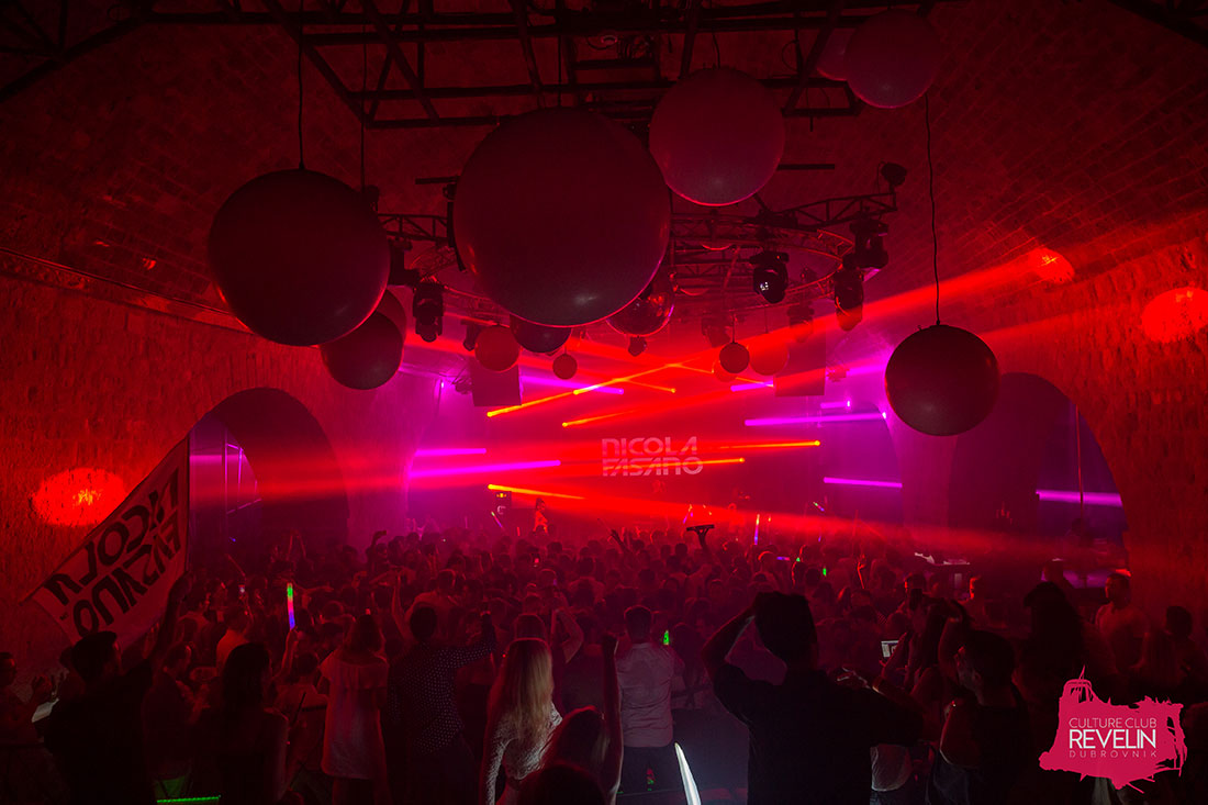 red light show for the great atmosphere, Nicola Fasano