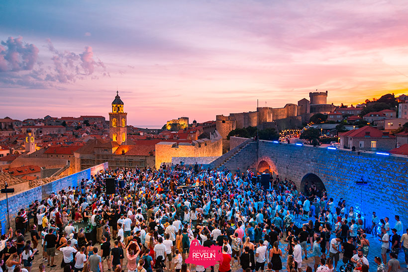 Cercle presents Hot since 82 at Revelin terrace