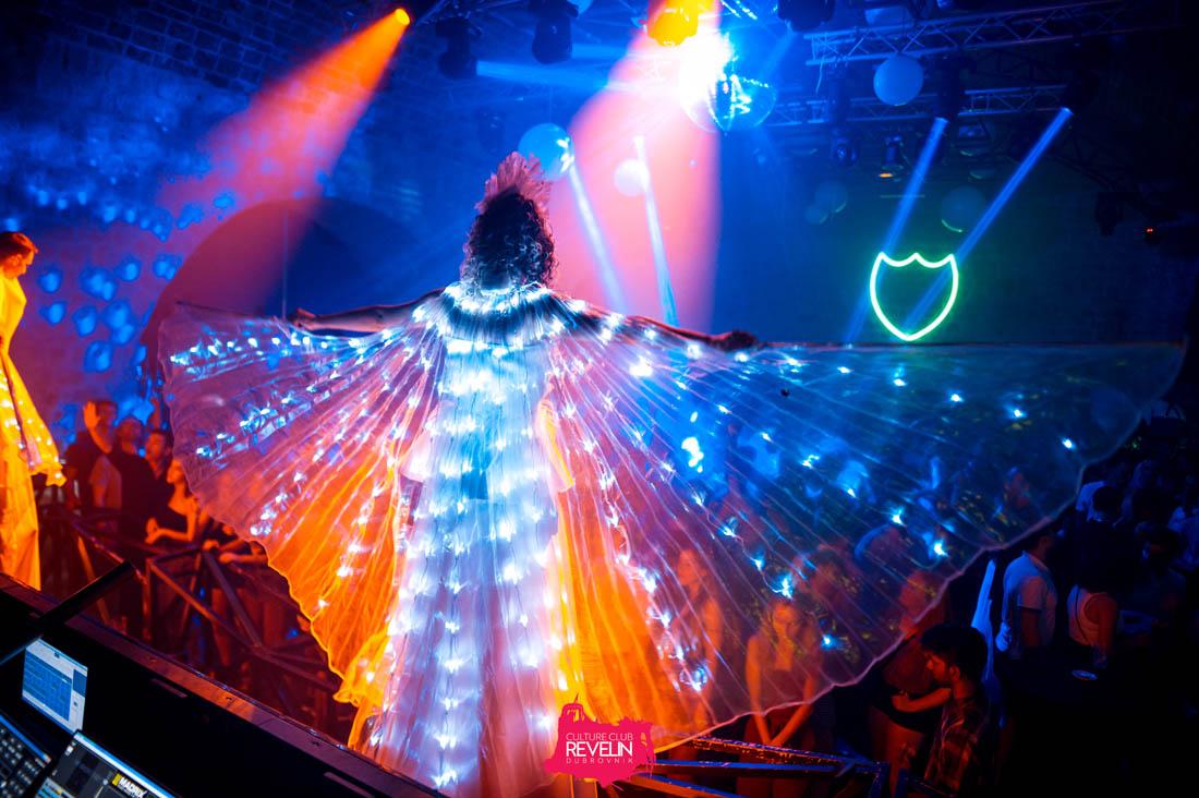amazing dance outfit, Revelin nightclub, DJ Offaiah