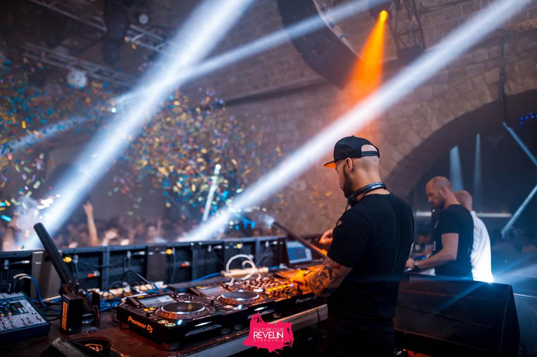 DJ Offaiah on Revelin stage