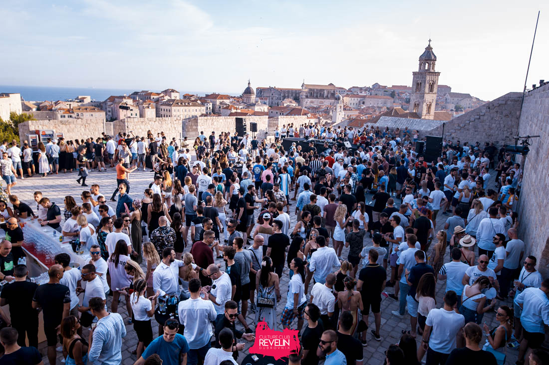 grat atmosphere for the Cercle event in Revelin, Hot Since 82