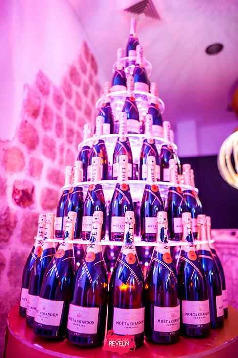 Moet pyramid, Revelin nightclub, Grand Moet day