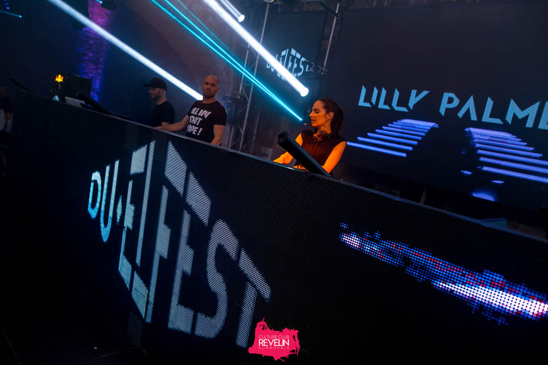 Lilly Palmer performing on DU-EL Fest 2019
