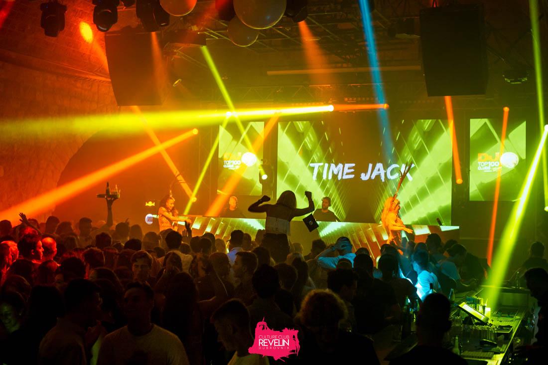 audience loving Time Jack, Tunesday Revelin