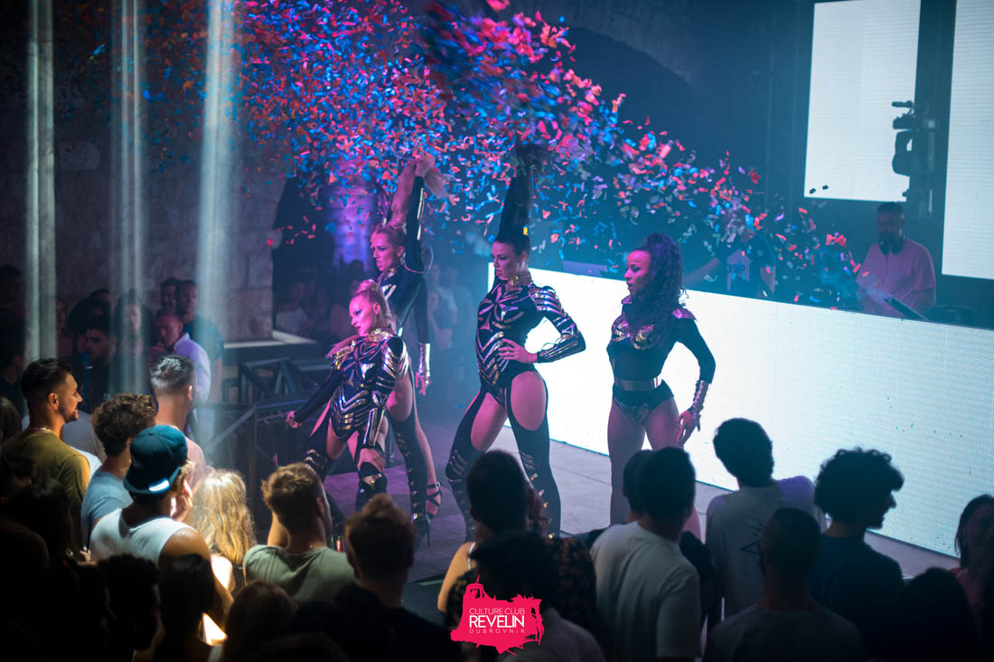 The Vibe dancers, Revelin club night