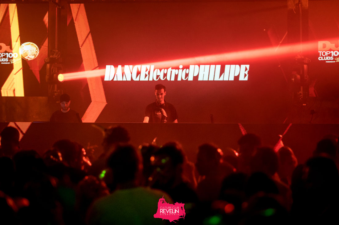 DANCElectric Philipe on stage before Claptone