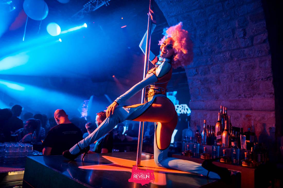 pole dancer, Revelin nightclub