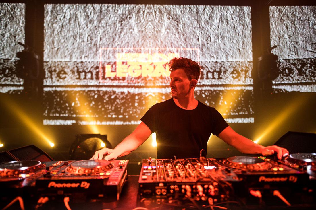 Fedde Le Grand on DJ pult