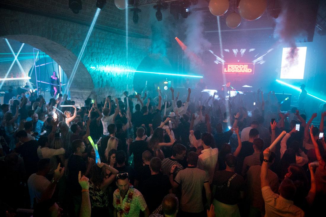 atmosphere inside Revelin nightclub